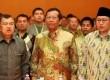 (kiri ke kanan) Mantan Wapres Jusuf Kalla, Ketua MK Mahfud MD, Pimpinan Kolektif Korps Alumni Himpunan Mahasiswa Islam (KAHMI) Anas Urbaningrum menghadiri Musyawarah Nasional KAHMI IX di kabupaten Kampar, Riau, Jumat (30/11) malam (Ridhwan Ermalamora)