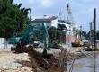 Pekerja bersama alat berat melakukan proses normalisasi Kali Ciliwung di Kawasan Pancoran, Jakarta Selatan, Senin (16/3).   (Republika/Raisan Al Farisi)