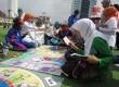 Permainan kartu pada Aksi Damai Perempuan Indonesia Anti Korupsi Bandung, di Alun-alun Kota Bandung, Ahad (15/2).  (Republika/Edi Yusuf)