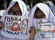 Sejumlah siswa Sekolah Islam Terpadu Al Beruni melakukan pawai menyambut bulan suci Ramadan 1437 H di Makassar, Sulawesi Selatan, Jumat (3/6). (Antara//Yusran Uccang)