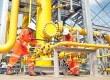Teknisi sedang megoperasionalkan Katup pemisah gas bumi dengan cairan di salah satu fasilitas Onshore Receiving Facility (ORF) Tambaklorok. (Republika/Bowo Pribadi)