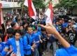Aksi demonstrasi mahasiswa menolak kedatangan Wakapolri Komjen Nanan Sukarna di Kampus Universitas Pamulang, Pamulang, Tangerang Selatan, Kamis (19/10).