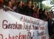 Aksi masyarakat yang memberikan dukungan kepada Bambang Widjojanto di gedung KPK, Sabtu (24/1)