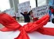 Aktivis dari gerakan Frekuensi Milik Publik (FMP) menggelar aksi unjuk rasa di Bundaran HI, Jakarta, Kamis (16/1).   (Republika/ Tahta Aidilla)