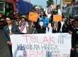 Aktivis KAMMI tolak kenaikan BBM di jalur pantura Tegal, Jumat (21/11).