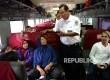 Antisipasi Lonjakan Penumpang. DIrut KAI Edi Sukmoro memeriksa kesiapan kereta api menghadapi mudik Idul Adha di Stasiun Pasar Senen, Jakarta, Sabtu (10/9)