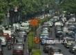 Antrean kendaraan di ruas Jalan Rasuna Said, Jakarta, Selasa (8/8).