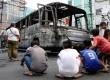 Bangkai Bus Transjakarta bernomor JMT 019 yang terbakar di jalan Gajah Mada, Harmoni, Jakarta Pusat, Ahad (16/6).   (Republika/ Yasin Habibi)