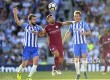 Dua pemain Brighton & Hove Albion Markus Suttner (kiri) dan Dale Stephens (kanan) berebut bola dengan striker Manchester City  Sergio Aguero pada pertandingan Liga EPL di Brighton, Inggris, Sabtu (12/8) malam.