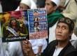 Forum Umat Islam menggelar aksi unjuk rasa menolak Miss World di depan Gedung Media Nusantara Citra (MNC), Jakarta, Jumat (6/9).  (Republika/Agung Supriyanto)