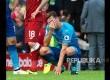 Gestur gelandang Arsenal Mesut Oezil usai pertandingan melawan Liverpool yang menang  4-0  atas Arsenal pada pertandingan  English Premier League di Stadion Anfield, Liverpool,