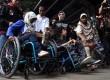 Gubernur DKI Jakarta Joko Widodo bersama sejumlah penyandang disabilitas melakukan uji coba menggunakan bus Transjakarta di halte Balaikota, Jakarta Pusat, Kamis (4/7).   (Republika/Rakhmawaty La'lang)