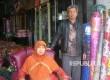 H Asep Saefudin (59 tahun) dan Nurhasanah (53) penjual Mebel Sukabumi UMKM binaan Bank BJB.
