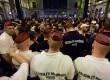Imigran menumpuk di stasiun di Hungaria yang telah ditutup untuk mereka, Rabu (2/9).
