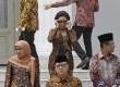 Indonesian Maritime and Fisheries Minister Susi Pudjiastuti, center, adjusts her sunglasses as she prepares for a photo session after the inauguration ceremony for the newly appointed Cabinet members at the presidential palace in Jakarta, Indonesia, Monday