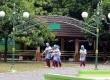 Jamaah calon haji kloter 74 asal Kota Bogor tiba di Asrama Haji Bekasi, Jawa Barat