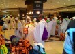 Jamaah kloter pertama Embarkasi Medan (MES 01) sedang bersiap-siap meninggalkan Al Shourfah New Hotel, Madinah, Arab Saudi untuk menuju Makkah pada Sabtu (5/8) sore waktu setempat.