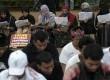 Jamaah Syiah menggelar demo di depan Istana Merdeka, Jakarta, Sabtu (6/7).