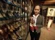 Jane Ballesteros, kurator Museum Marikina memegang salah satu pasang sepatu koleksi dari mantan First Lady Filipina Imelda Marcos di Marikina sebelah Timur kota Manila, Filipina, Selasa (25/9).