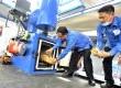 Kepala BNNP Sulsel Brigjen Pol Agus Budiman Manalu (kiri) memasukkan ganja ke dalam alat pembakaran saat pemusnahan barang bukti di Kantor BNN Sulsel, Makassar, Sulawesi Selatan, Jumat (27/1).