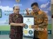Ketua BAZNAS Bambang Sudibyo dan Direktur BAZNAS M Arifin Purwakananta berbincang saat acara peluncuran Mobile Apps Kurban Berdayakan Desa di Kantor BAZNAS, Jakarta, Senin (21/8).