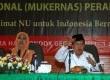 Ketua Umum Dewan Masjid Indonesia, Jusuf Kalla (kanan), dan Ketua PP Muslimat NU, Khofifah Indar Parawansa, saat Rakernas Mulimat NU di Asrama Haji, Pondok Gede, Jakarta Timur, Jumat (30/5).