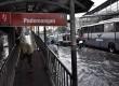 Kondisi kawasan Jalan Gunung Sahari Pademangan yang terendam banjir rob, Jakarta Utara, Senin (17/6).     (Republika/Rakhmawaty La'lang)