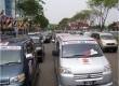Konvoi mobil APV dalam upaya pemecahan rekor MURI.