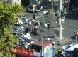 Korban luka diberi pertolongan seketika setelah sebuah van warna putih naik ke pedesterian di distrik berserajarah La Ramblas, Barcelona, Spanyol, dan menabrak pejalan kaki, Kamis (17/8).