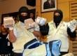 KPK gelar barang bukti uang kertas hasil operasi tangkap tangan (OTT) Ketua MK Akil Mochtar di Gedung KPK, Jakarta, Kamis (3/10).  (Republika/ Wihdan)