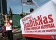 Sejumlah aktivis dari Kesatuan Aksi Mahasiswa Muslim Indonesia (KAMMI) melakukan aksi Peduli Pendidikan Nasional di Bundaran HI, Jakarta Pusat, Ahad (27/4). (Republika/Yasin Habibi)