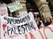 Aksi unjuk rasa menentang agresi militer Israel di Jalur Gaza, sebelum pertandingan babak kualifikasi ketiga sepak bola Liga Champions antara Maribor dan Maccabi Tel Aviv, di Maribor, Slovenia, Rabu (30/7). (REUTERS / Srdjan Zivulovic)