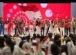 Sejumlah anak dan artis pendukung menyanyikan lagu Bendera pada acara puncak Peringatan Hari Anak Nasional Tahun 2014 di Gedung Sasana Kriya, TMII, Jakarta Timur, Rabu (6/8). (Antara/Widodo S. Jusuf)