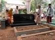 Makam almarhum Ustad Jefry Al Buchori atau yang akrab di panggil Uje di Tempat Pemakaman Umum Karet, Jakarta, Selasa (1/10).   (Republika/Agung Supriyanto)