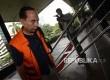 Mantan Wali Kota Cimahi M Itoch Tochija turun dari kendaraan tahanan untuk menjalani pemeriksaan penyidik KPK di Jakarta, Kamis (2/2).