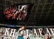 Massa Hizbut Tahrir Indonesia (HTI) mengikuti puncak acara Muktamar Khilafah 2013 di Stadion Gelora Bung Karno, Jakarta, Ahad (2/6).  (Republika/Adhi Wicaksono)