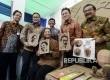 Menteri BUMN Rini M Soemarno bersama, Kepala Badan Ekonomi Kreatif Triawan Munaf, Dirut Bank Mandiri Kartika Wirjoatmodjo dan Gubernur Jawa Timur Soekarwo saat peresmian Rumah Kreatif BUMN (RKB) Bank Mandiri di Surabaya, Rabu (11/1).