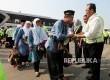 Menteri Perhubungan, Budi Karya Sumadi melepas Jamaah Calon Haji di sela melakukan pengecekan pesawat angkutan haji di Bandara Soekarno Hatta,Tanggerang, Banten, Kamis (3/8).