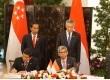 MoU antara Menpan PAN RB Yuddy Chrisnandi dan Menteri Komunikasi dan Informasi Singapura Yacoob Ibrahim.