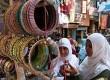 Muslim India berbelanja.