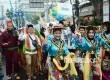 Para karyawan BJB dari berbagai daerah hadir memakai pakaian daerahnya masing-masing pada Parade Budaya dalam rangka menyemarahkan HUT Bank BJB ke-55 Tahun, di depan kantor Pusat Bank BJB, Kota Bandung, Sabtu (21/5). (Republika/ Edi Yusuf)