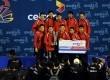Para pemain tim Indonesia Garuda merayakan gelar juara Axiata Cup 2012 di Tennis Indoor Stadium, Senayan, Jakarta, Minggu (15/4). (Republika/Prayogi)