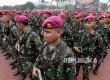 Pasukan pengamanan VVIP mengikuti upacara gelar kesiapan pengamanan gelar pasukan pengamananVVIP di Mabes TNI Cilangkap, Jakarta, Selasa (28/2).