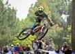 Pebalap sepeda Downhill beraksi adu kecepatan pada kelas