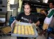 Pekerja membuat kue kering di industri kecil rumahan di Kwitang, Jakarta Pusat, Selasa (15/7). (Republika/ Yasin Habibi)