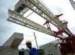 Pekerja menyelesaikan pembangunan proyek Double-Double Track (DDT) Manggarai-Cikarang di kawasan Manggarai, Jakarta, Kamis (9/2).