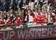 Pemain tim Arsenal merayakan kemenangan pada pertandingan Final FA Cup di Webley Stadium, Inggris, Ahad (28/5) dini hari.