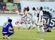 Pemain Timor Leste melakukan selebrasi saat melawan Laos dalam pertandingan perebutan juara ketiga Piala AFF U19 di Stadion Delta Sidoarjo, Jawa Timur, Ahad (22/9).  (Republika/Edwin Dwi Putranto)