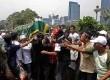 Pemakaman almarhum Deny Januardi di pemakaman Menteng Pulo,Jakarta, Kamis (27/9). (Adhi Wicaksono)