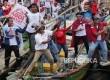 Pendukung pasangan calon Gubernur dan Wakil Gubernur DKI Jakarta Anies Sandi, bersenam sohib Anies Sandi bersama pada kampanye terakhir di kampung nelayan Cilincing Jakarta, Rabu (9/2).